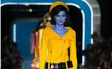 Desfile de moda de Moschino imagina a Jackie Kennedy como una extraterrestre