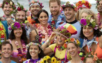 Tropicales el príncipe Harry y Meghan Markle en Australia