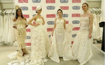 Diseñan trajes de novia con papel higiénico