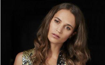 """Mira los  """"looks"""" de Alicia Vikander en los estrenos de """"Tomb Raider"""""""