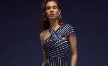 El drapeado resurge en diseños de día y de noche