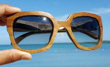 Gafas hechas con maderas de Puerto Rico