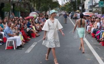 Jaer Cabán paralizó una avenida para su desfile de moda