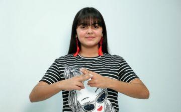 Un tutorial de belleza para personas sordas