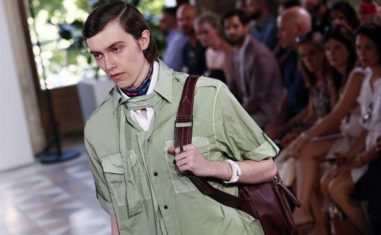 Valentino encabeza el primer día de la Semana de la Moda de París