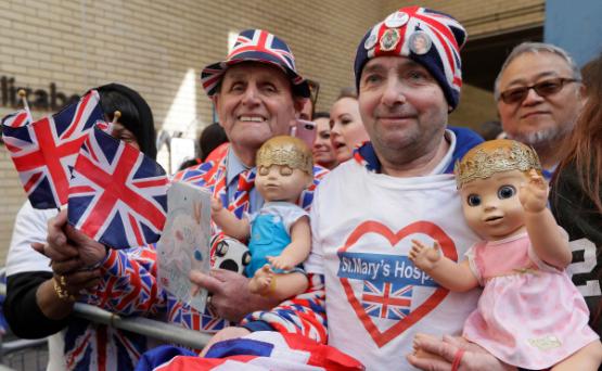 Celebran el nacimiento del tercer bebé del príncipe William y Kate Middleton