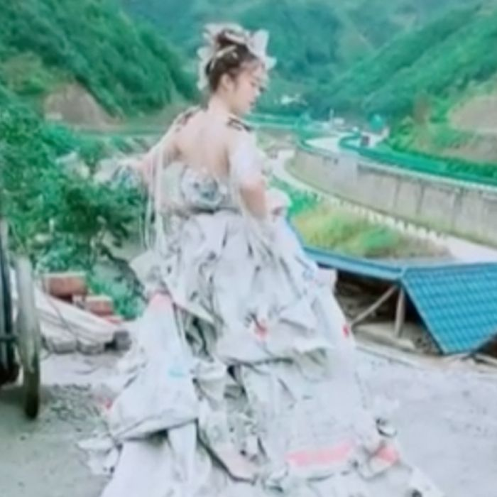 No vas a poder creer de qué está hecho este vestido de novia
