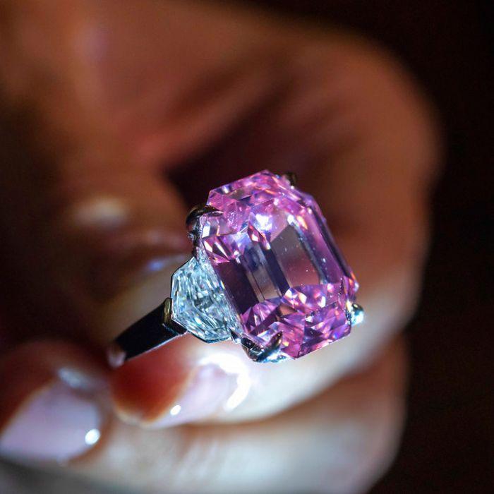 ¿En cuánto vendieron el diamante rosa más raro del mundo?