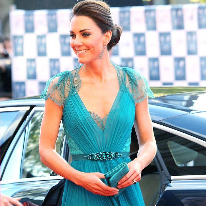 Las únicas cuatro cosas que lleva Kate Middleton en su cartera