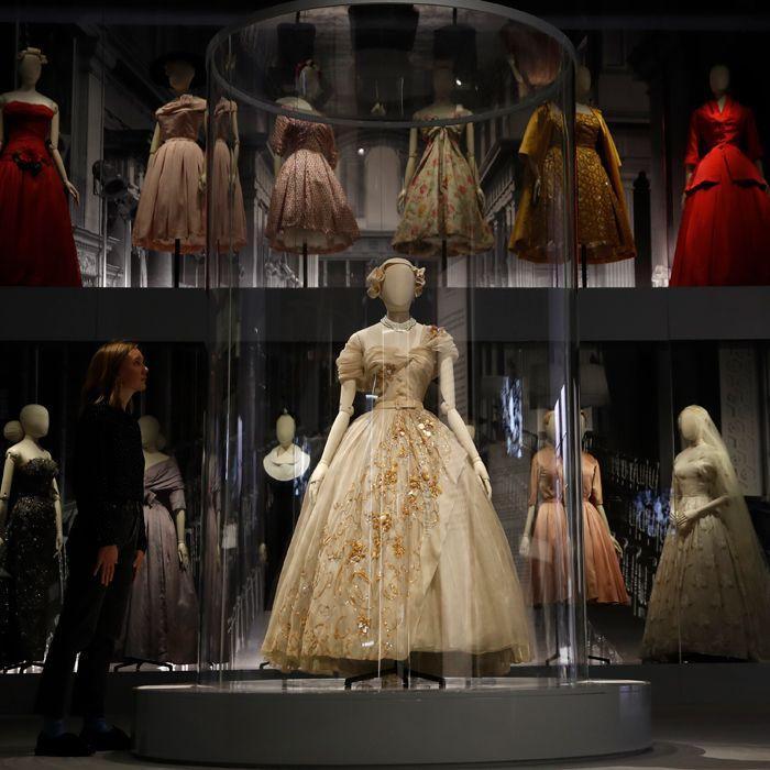 Transpórtate a Londres para disfrutar de lo mejor de la exposición de Christian Dior