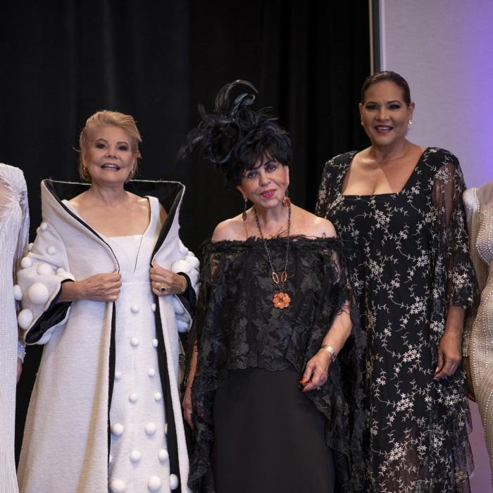 Desfile en homenaje a Carlota Alfaro