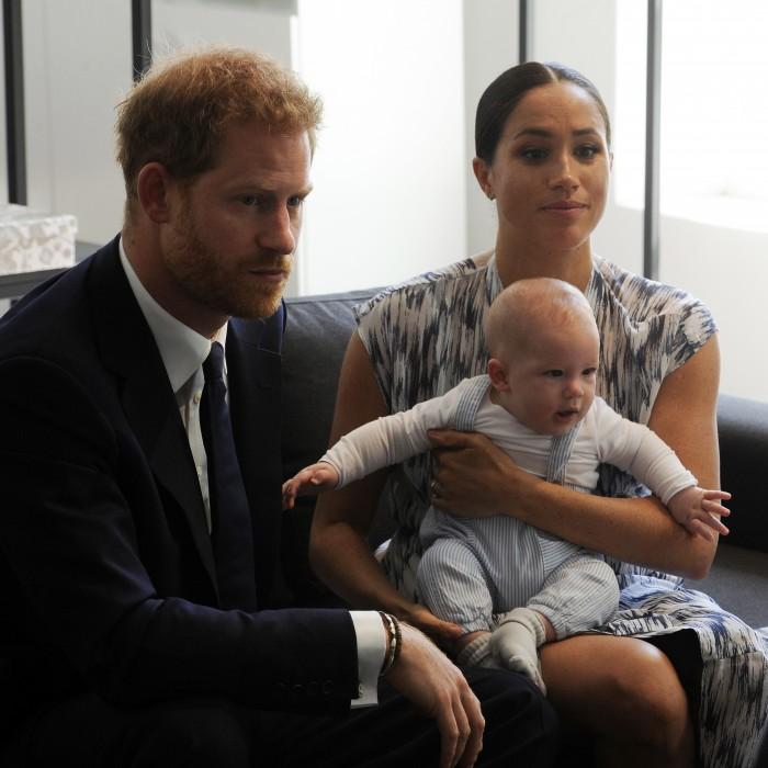 Archie asiste a su primer acto oficial