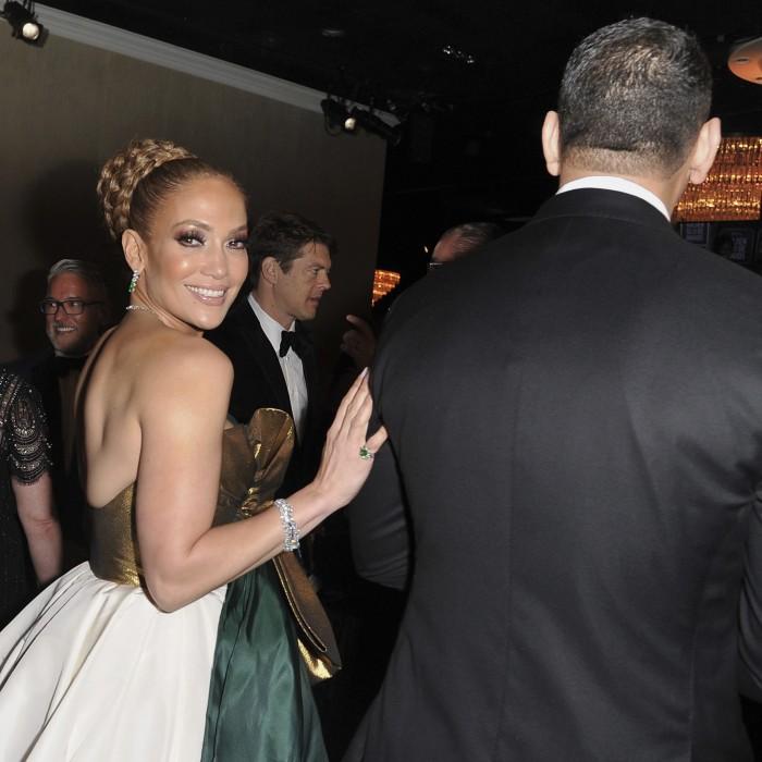 Deslumbran los famosos en la alfombra roja de los Golden Globe Awards