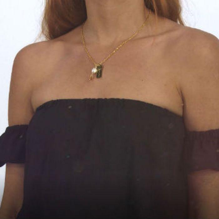 Hazlo tú: Aprende a transformar una camiseta en un sexy top