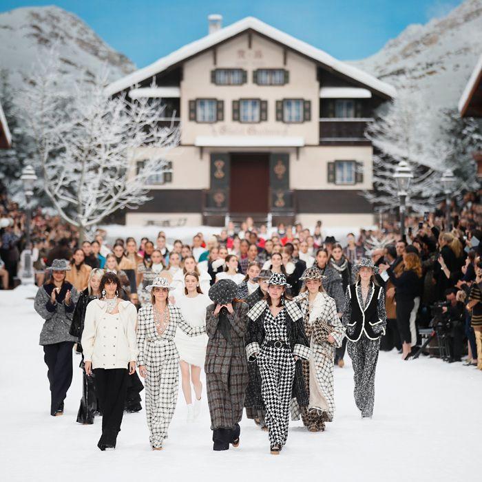Un minuto de silencio y modelos emocionadas hasta las lágrimas, en el último desfile de Lagerfeld