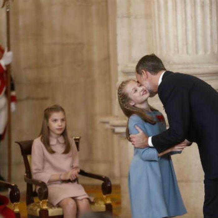 Felipe VI celebra sus 50 años condecorando a su hija