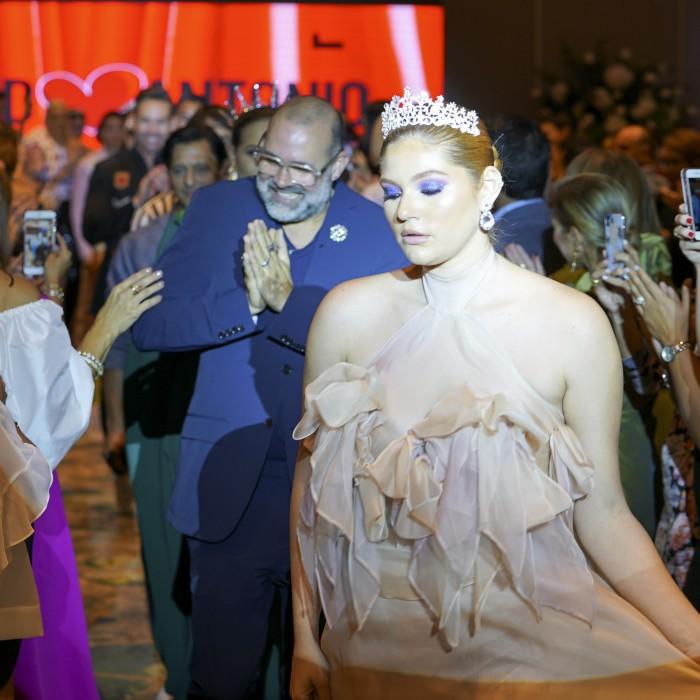David Antonio celebra sus 35 años en la moda con un recorrido histórico de sus piezas