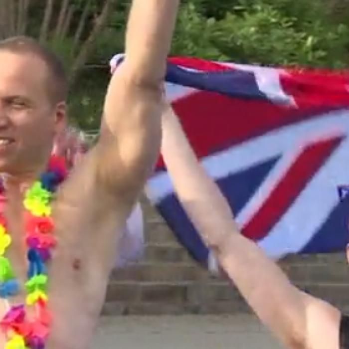 Imitadores celebran despedida de soltero para príncipe Harry