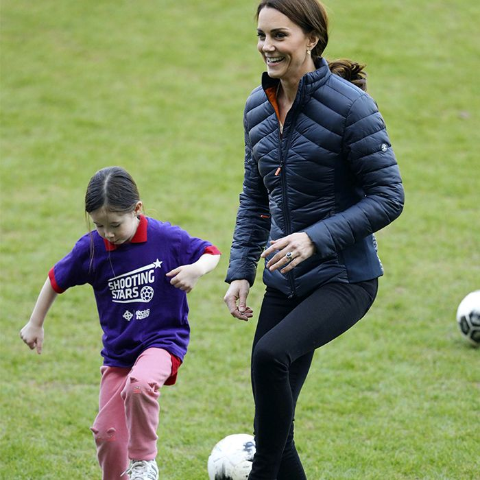 Kate Middleton como nunca la viste: jugando al fútbol con William