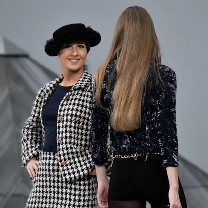 El momento en que una infiltrada se cuela en la pasarela de Chanel