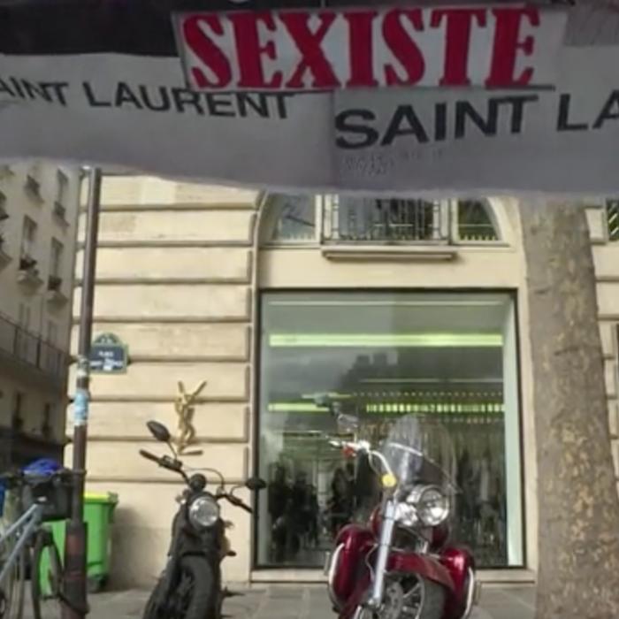 """Acusan a Yves Saint Laurent de """"degradar"""" a la mujer"""