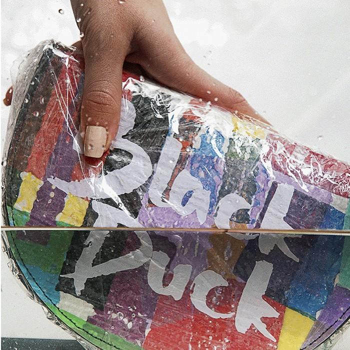 Black Duck, la marca que confecciona carteras con bolsas de basura
