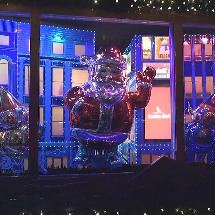 Los secretos detrás de las vitrinas navideñas de Macy's en Nueva York