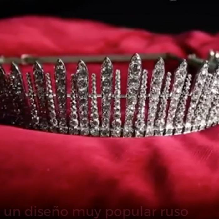 Así transformaron una tiara de la Reina Alexandra en un collar