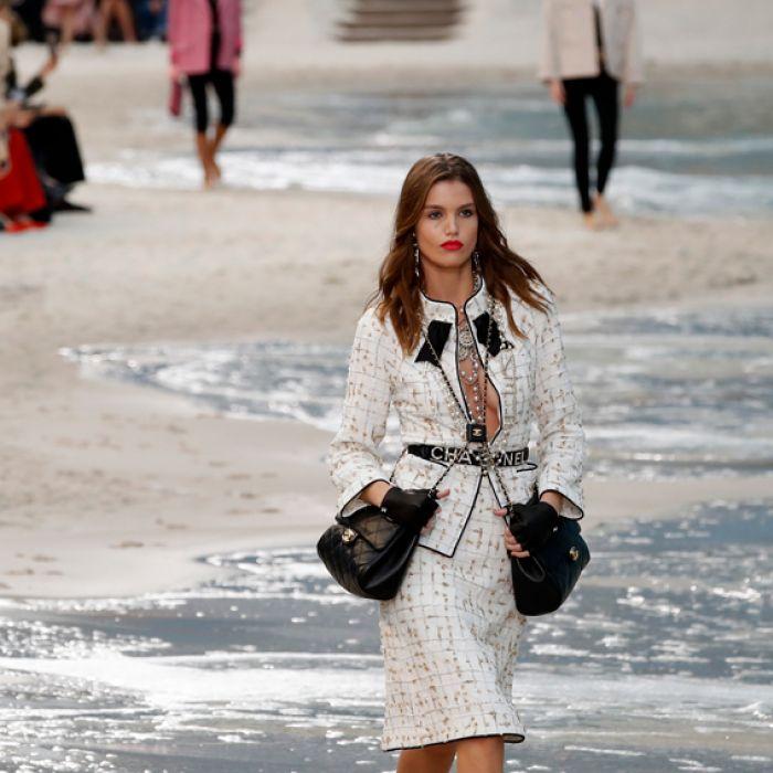 Chanel sumerge a sus modelos en un mar creado para su colección