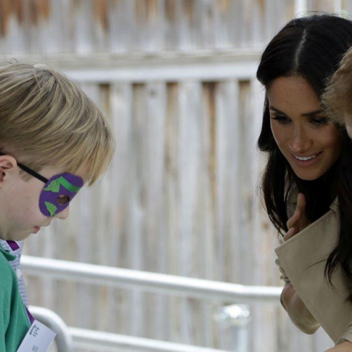 Miles reciben a príncipe Harry y Meghan Markle en Melbourne