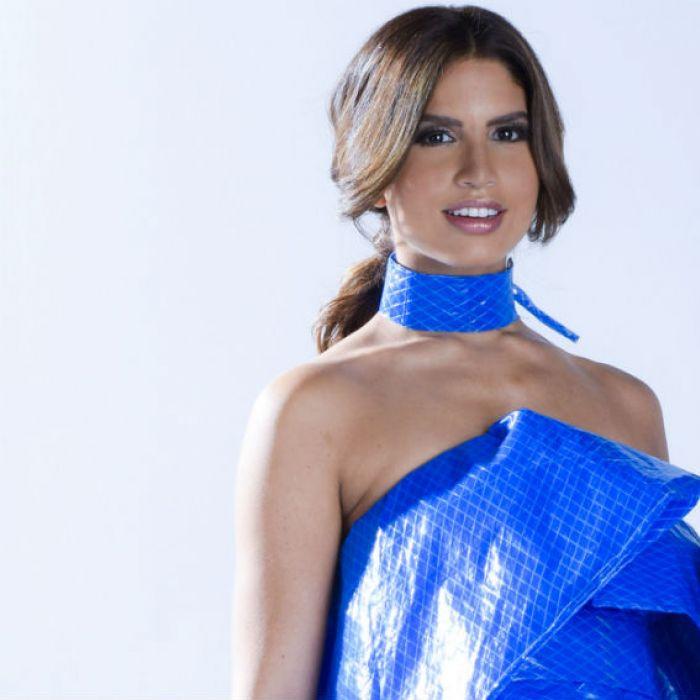 Reciclan toldos en vestidos de alta costura para recaudar fondos para los afectados por María