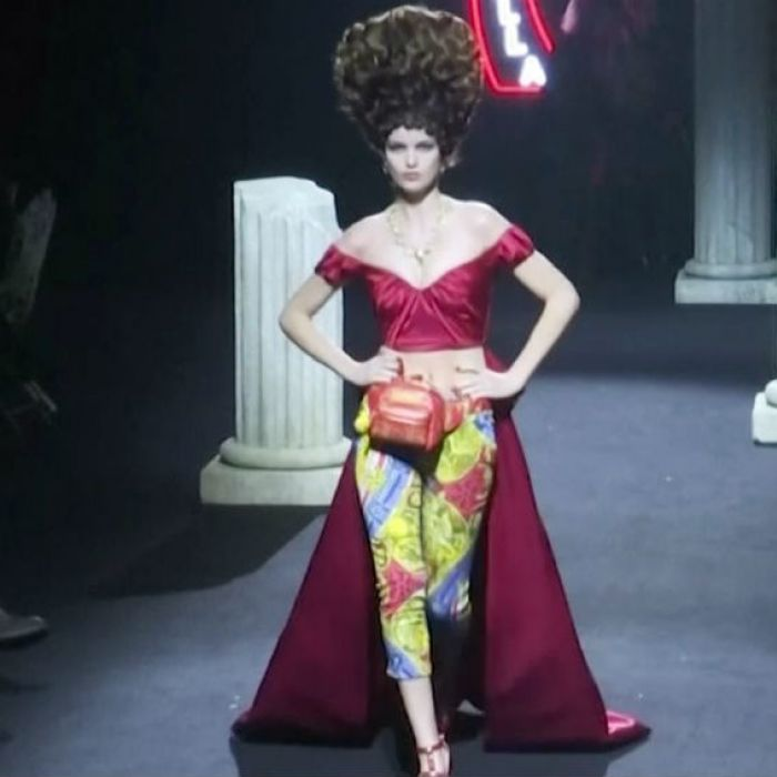 Por primera vez, Moschino celebró su desfile de moda en Roma