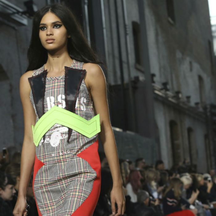 Versus Versace muy sexy en la Fashion Week de Londres