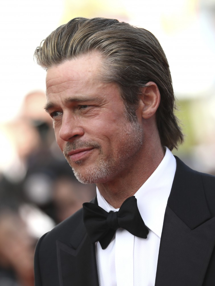 El actor Brad Pitt posa para los fotógrafos a su llegada a la premier de la película 'Once Upon a Time in Hollywood' en la edición 72 del festival Internacional de Cine de Cannes (Photo by Vianney Le Caer/Invision/AP)