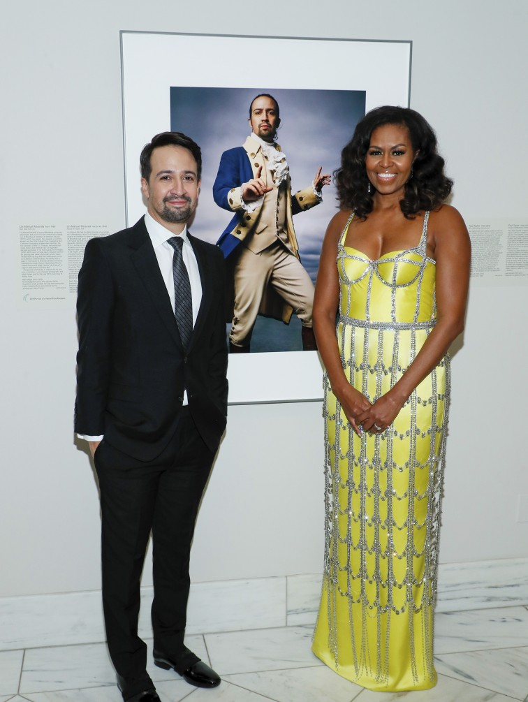 Lin-Manuel Miranda y Michelle Obama asisten a la American Portrait Gala en la National Portrait Gallery del Smithsonian. (Foto Paul Morigi/Invision for National Portrait Gallery/AP Images)